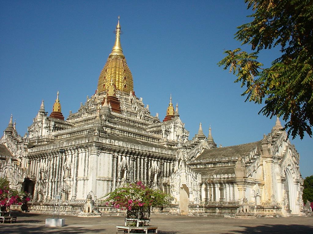 Ghé thăm ngôi chùa cổ Ananda đẹp nhất Bagan