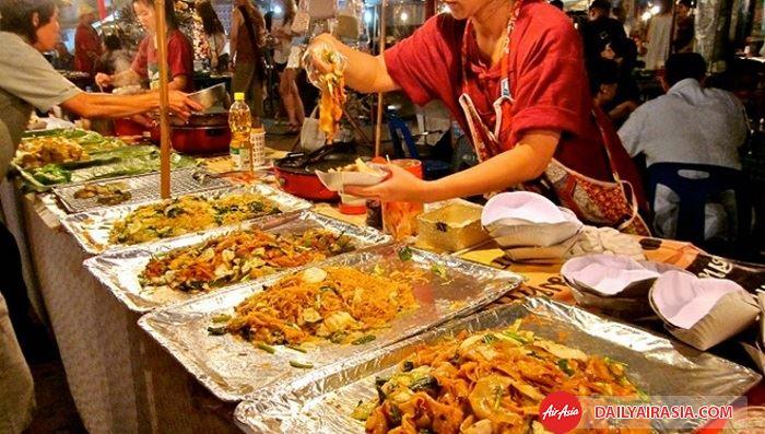 Thưởng thức ẩm thực đường phố Thái Lan