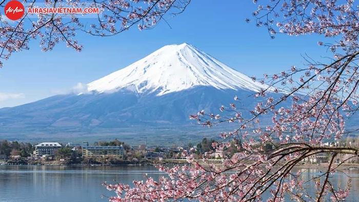 Núi Phú Sĩ tuyết bao phủ quanh năm