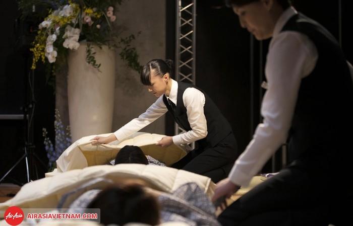 """Rùng mình với lễ hội """"thử nghiệm cái chết"""" ở Nhật Bản"""