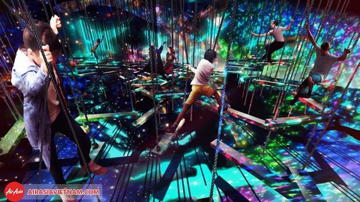 bạn có thể nhảy, leo trèo, di chuyển và xoay vòng trong một không gian đầy màu sắc