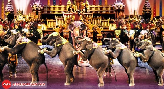 hình ảnh thú vị ở Phuket Fantasea show với diễn viên chính là những chú voi
