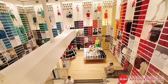 Uniqlo - hãng thời trang nổi tiếng của Nhật