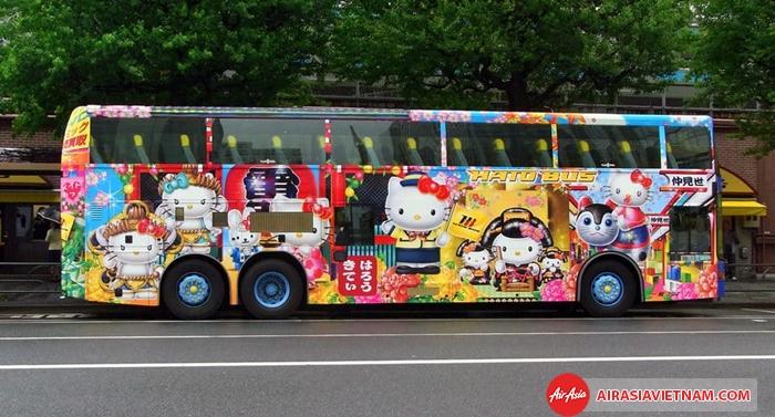 Bus ở Tokyo được trang trí rất bắt mắt