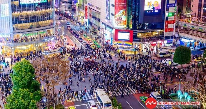 Hàng ngàn người đổ ra Quảng trường Shibuya