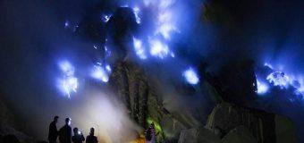 Kỳ ảo núi lửa xanh tại Indonesia thu hút du khách