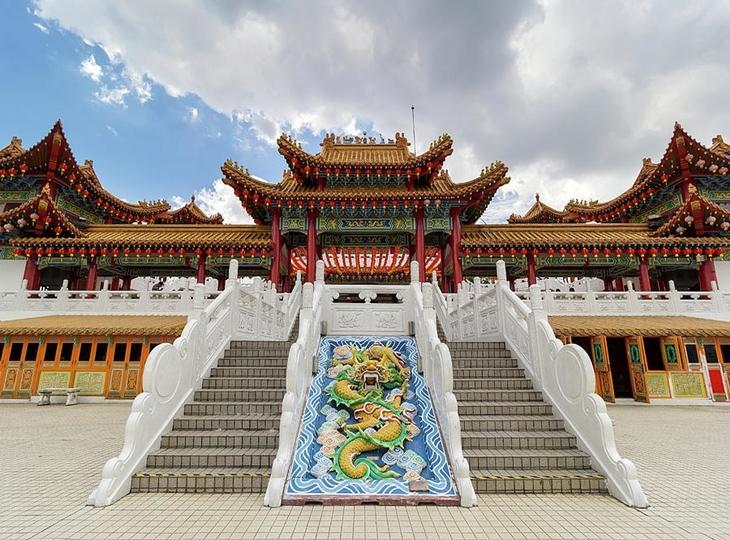 Tham quan ngôi chùa tổ chức hàng nghìn lễ cưới tại Malaysia