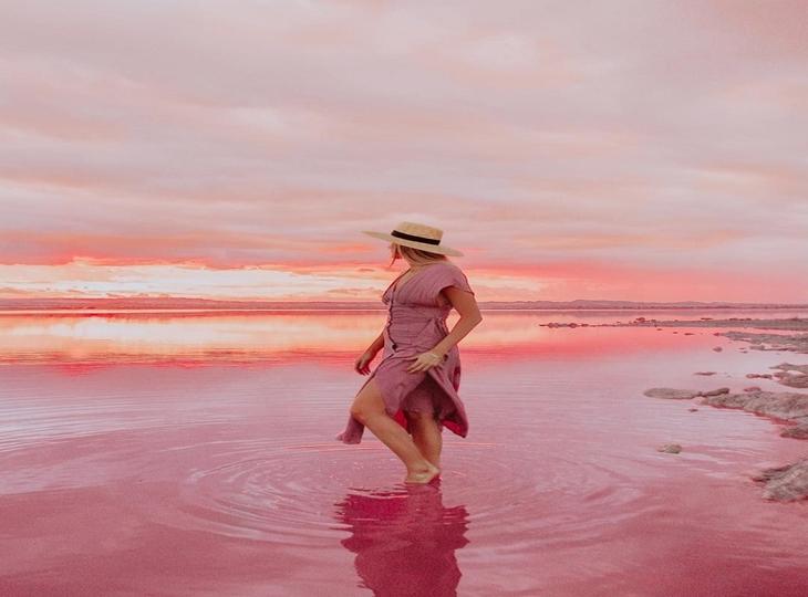 Vẻ đẹp kỳ lạ của hồ nước màu hồng tại Tây Ban Nha